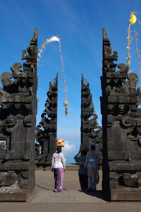 バリ島 割れ門